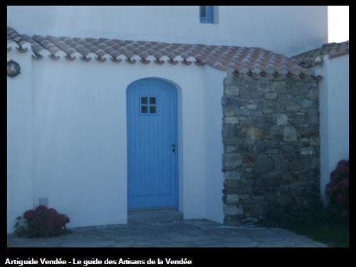 Entrée maison habillage pierre et tuile pigeonnée Le Vieil (Noirmoutier)